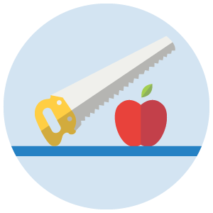 sierra cortando manzana uso erroneo